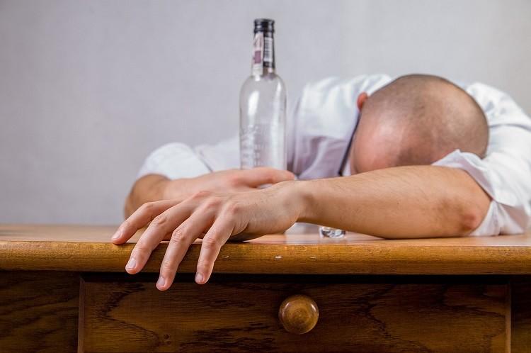 Jak współcześnie leczy się alkoholizm?